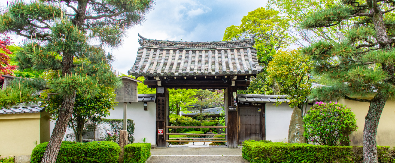 京都東福寺天得院の門(正面)